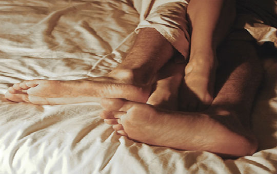 Couple-in-bed1