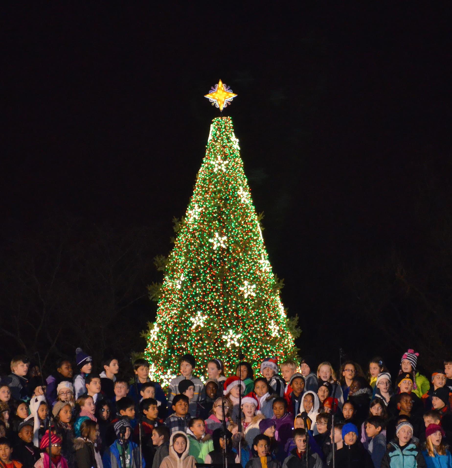 Childrens_choir_-_US_National_Christmas_Tree_2012